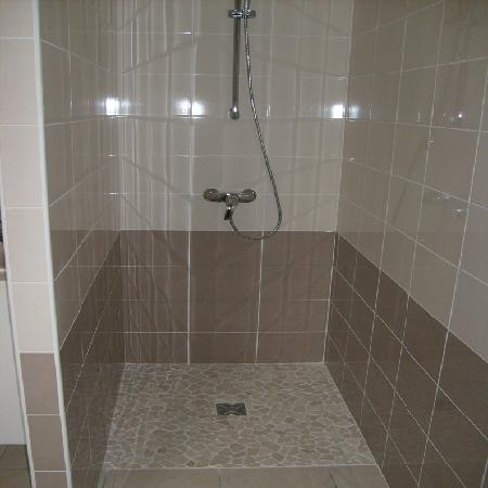 Ay 39 s r novation for Peinture resine carrelage douche